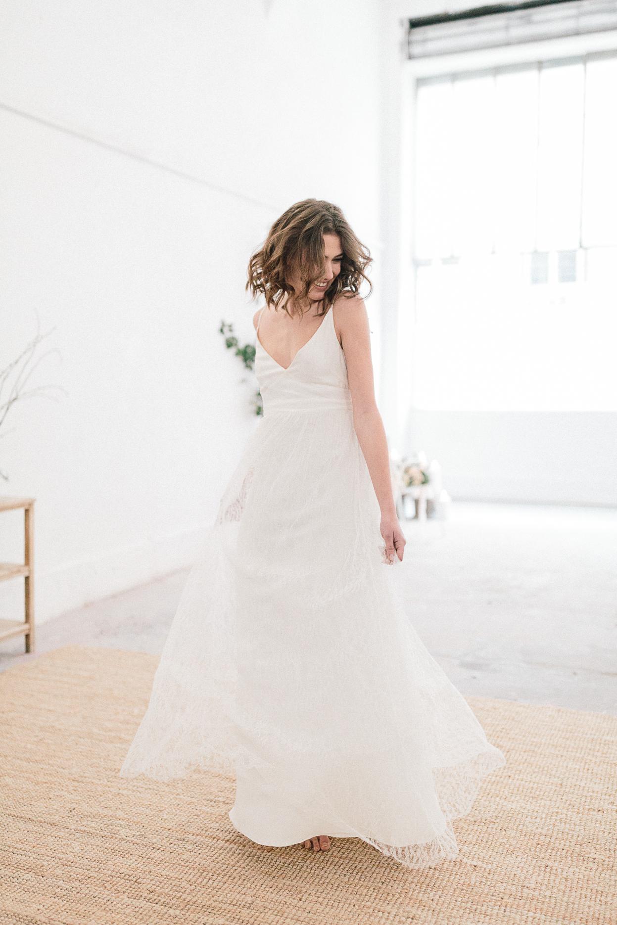 mariée danse robe aurelia hoang mariage romantique minimaliste et industriel