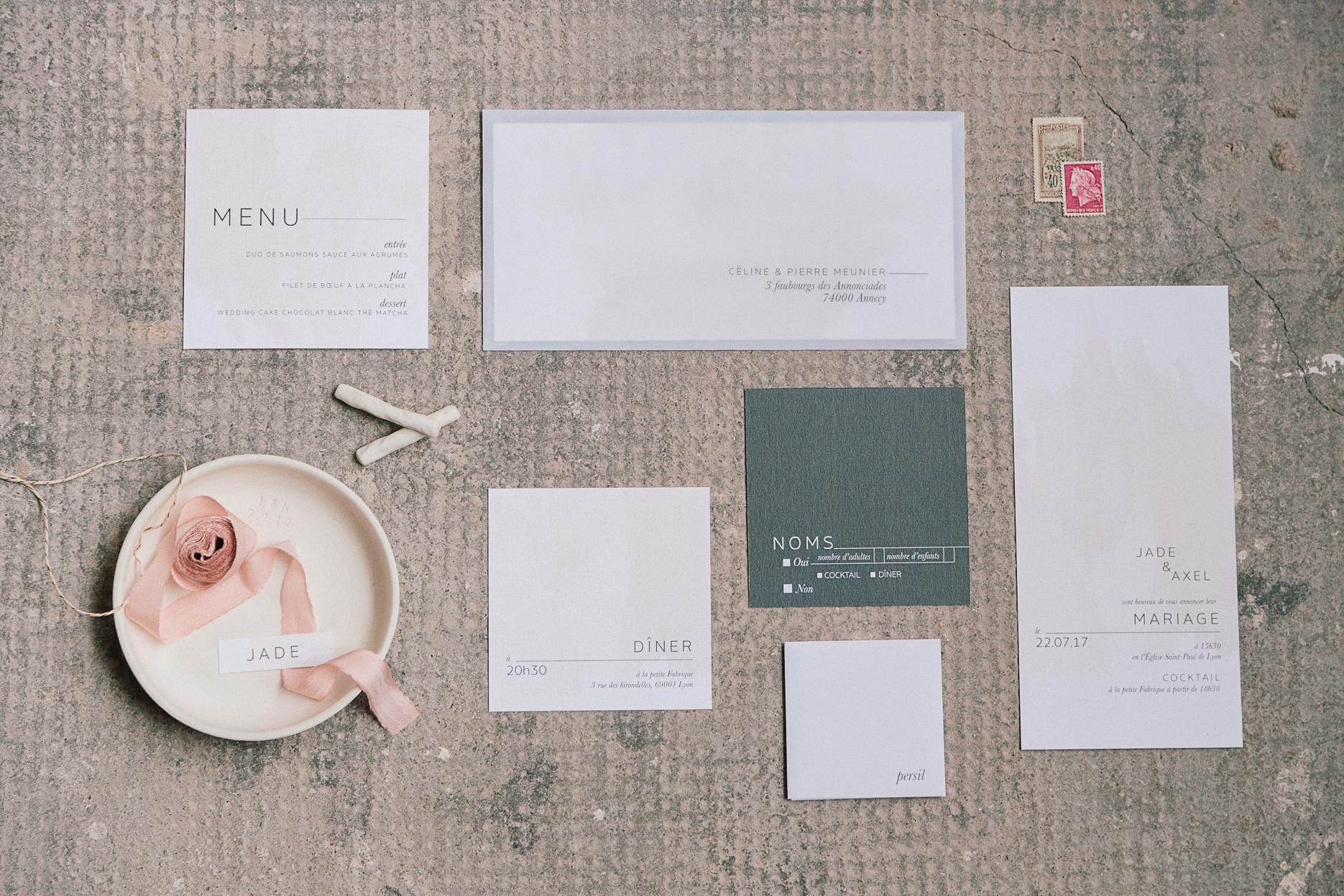 suite de papeterie invitation et faire-part aquarelle et gris béton mariage romantique minimaliste et industriel