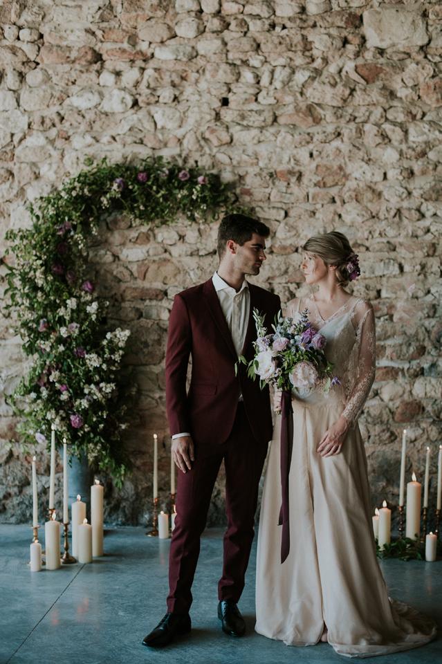 couple mariés mariage blush et plum nude inspiration domaien de patras