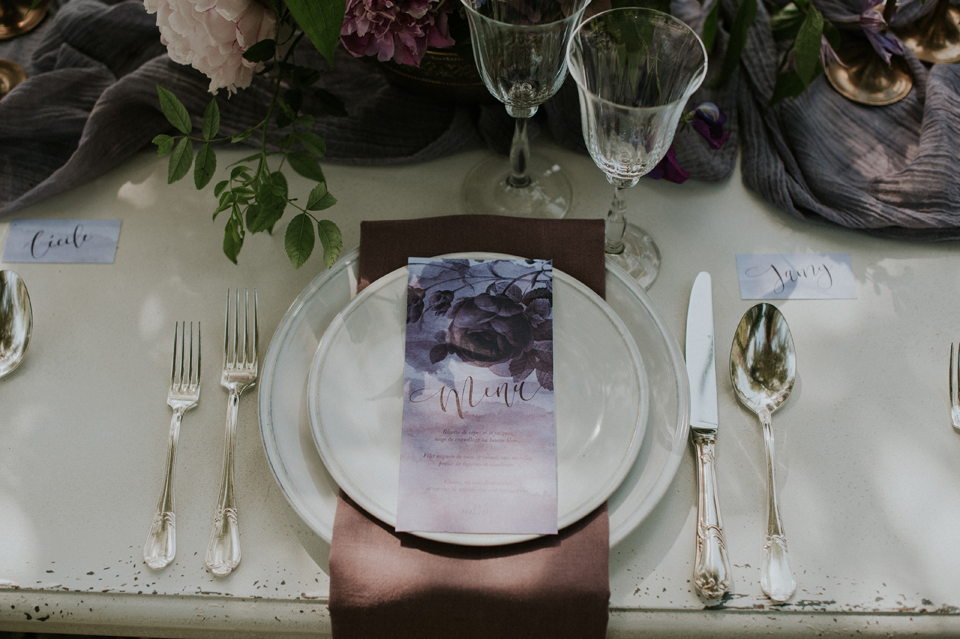 menu mariage blush et plum decoration table marque-place