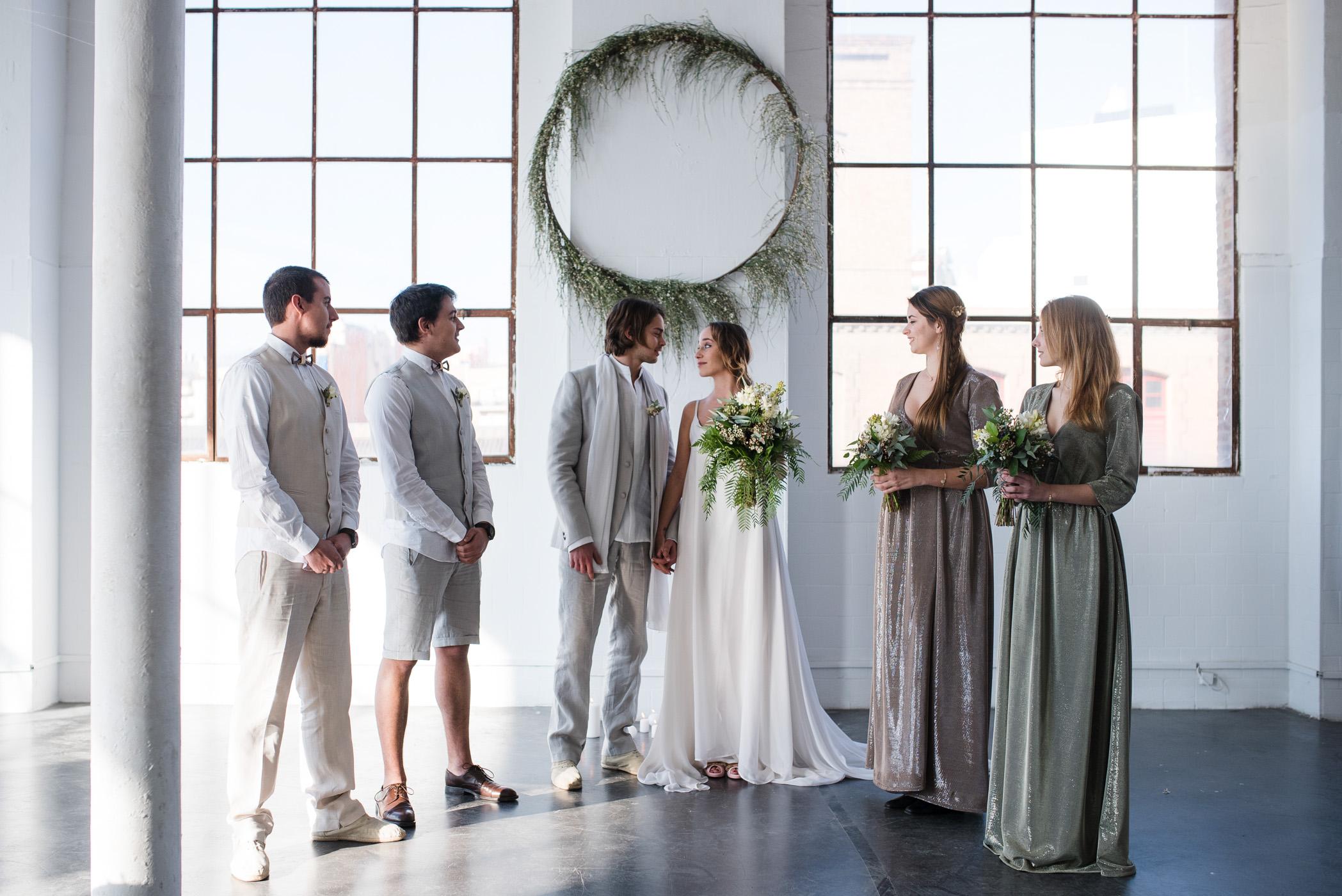 mariage industriel barcelone mariée et demoiselles d'honneur témoins