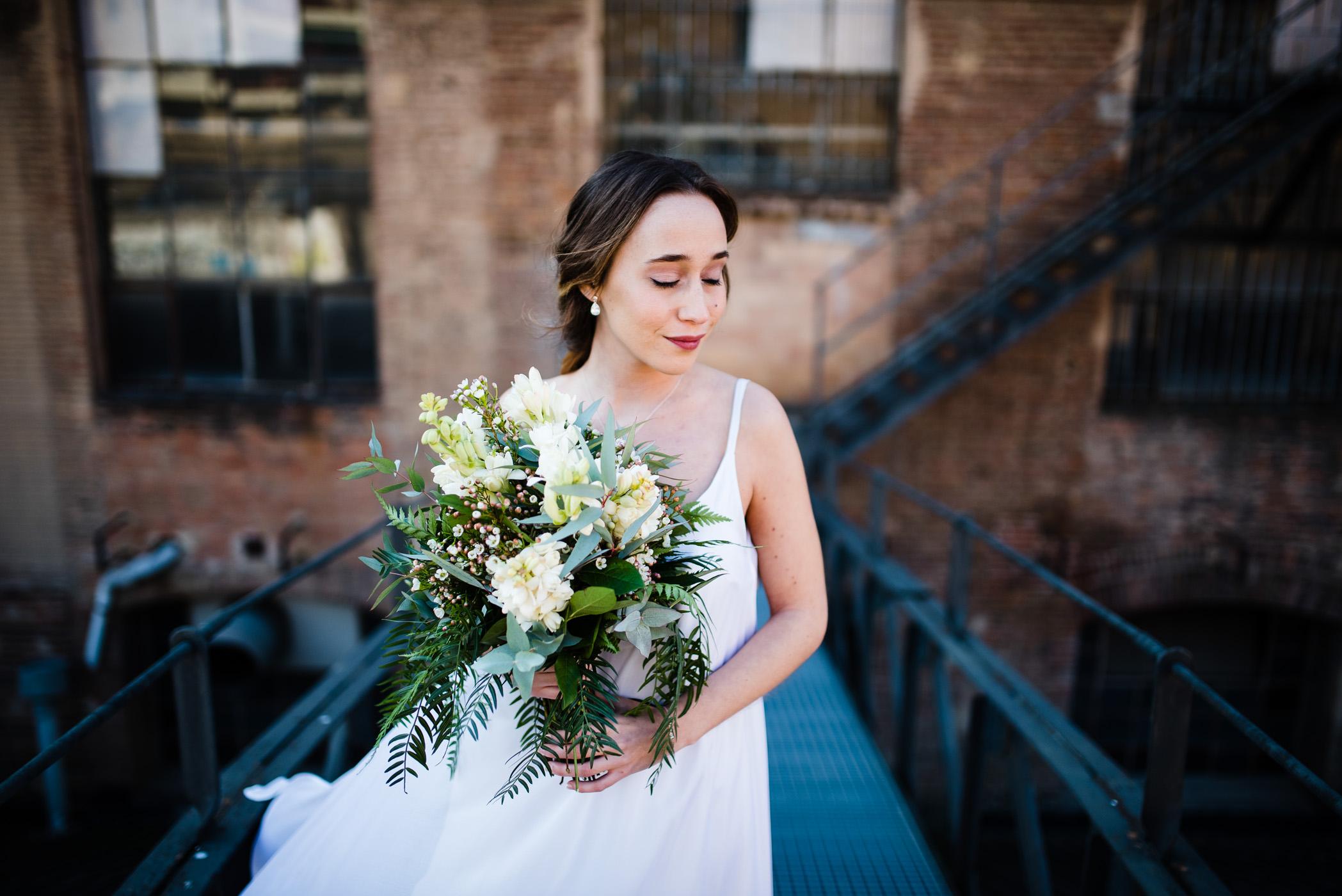 mariée inspiration mariage industriel bouquet de fleurs