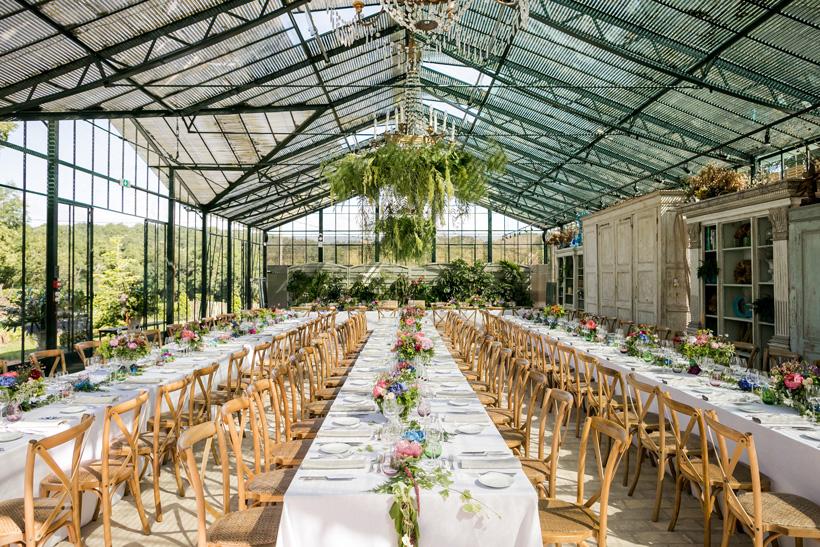 table mariage coloré au domaine Gatzelur dans la serre