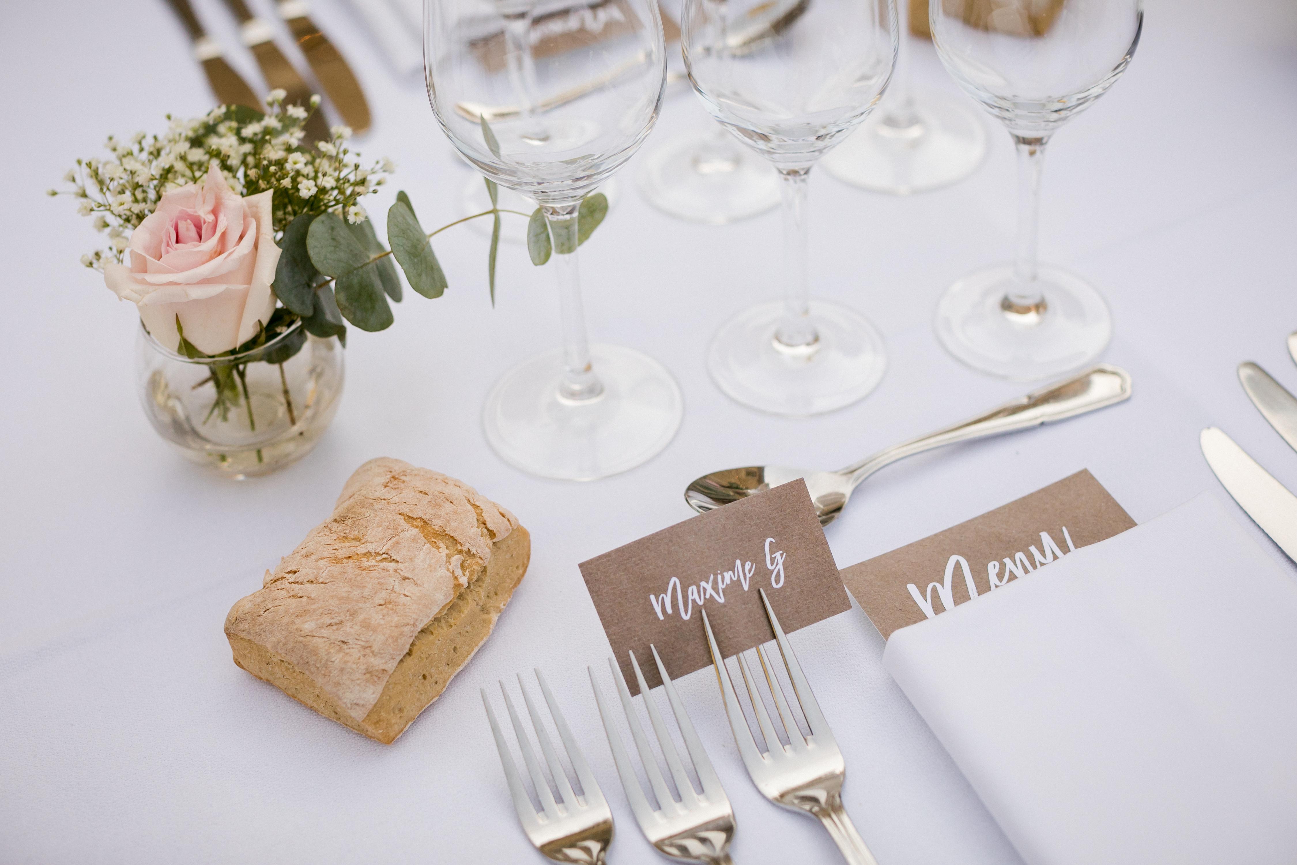 mariage pastel vintage clos de tuillier provence marque place kraft mariage