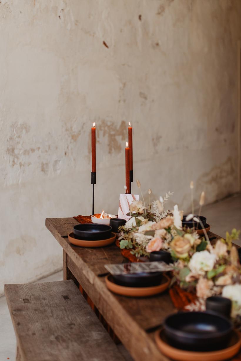 Décoration table avec numero table mariage terracotta