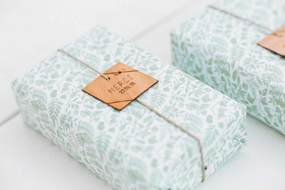 etiquette bois de mariage cadeau d'invité Kindfolk et champetre
