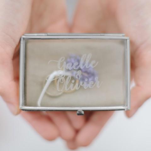 gravure de la boite à alliance en verre et métal couleur argent